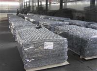 镀锌铁丝石笼网就是由高热镀锌铁丝编织而成的